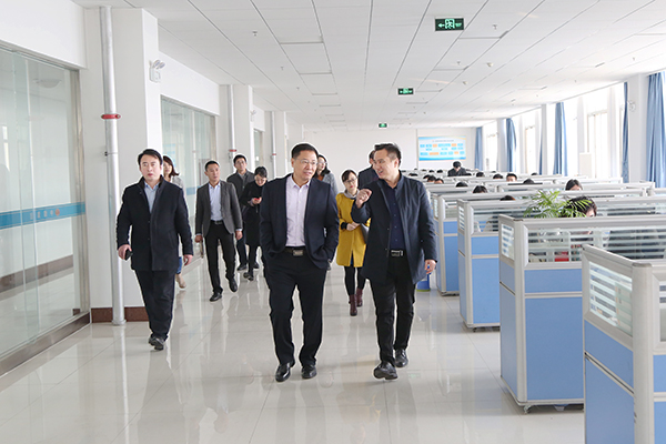 Warmly Welcome The Leaders Of Qufu Normal University To Visit China Transport Group